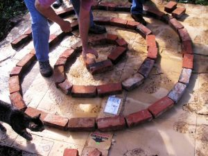 kraeuterspirale-bauen-fundament